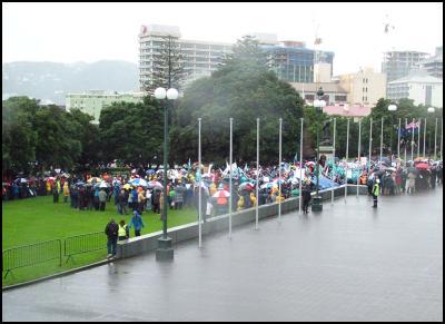EPMU protest in the rain