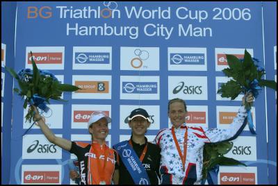 (L-R): Debbie Tanner, Vanessa Fernandes and Laura Bennett (USA) on the podium in Hamburg