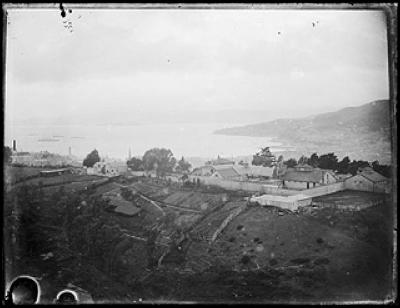 Looking East from Devon Street towards the Terrace Gaol, with Oriental Bay in the background. Photograph taken ca 1900s by Louis John Daroux.