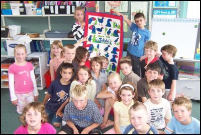 Room 3 Koputaroa School proudly hold up their takahe quilt