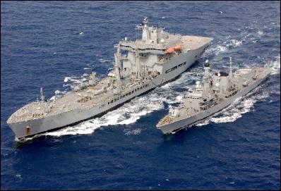 RFA Wave Ruler feeding HMS Iron Duke