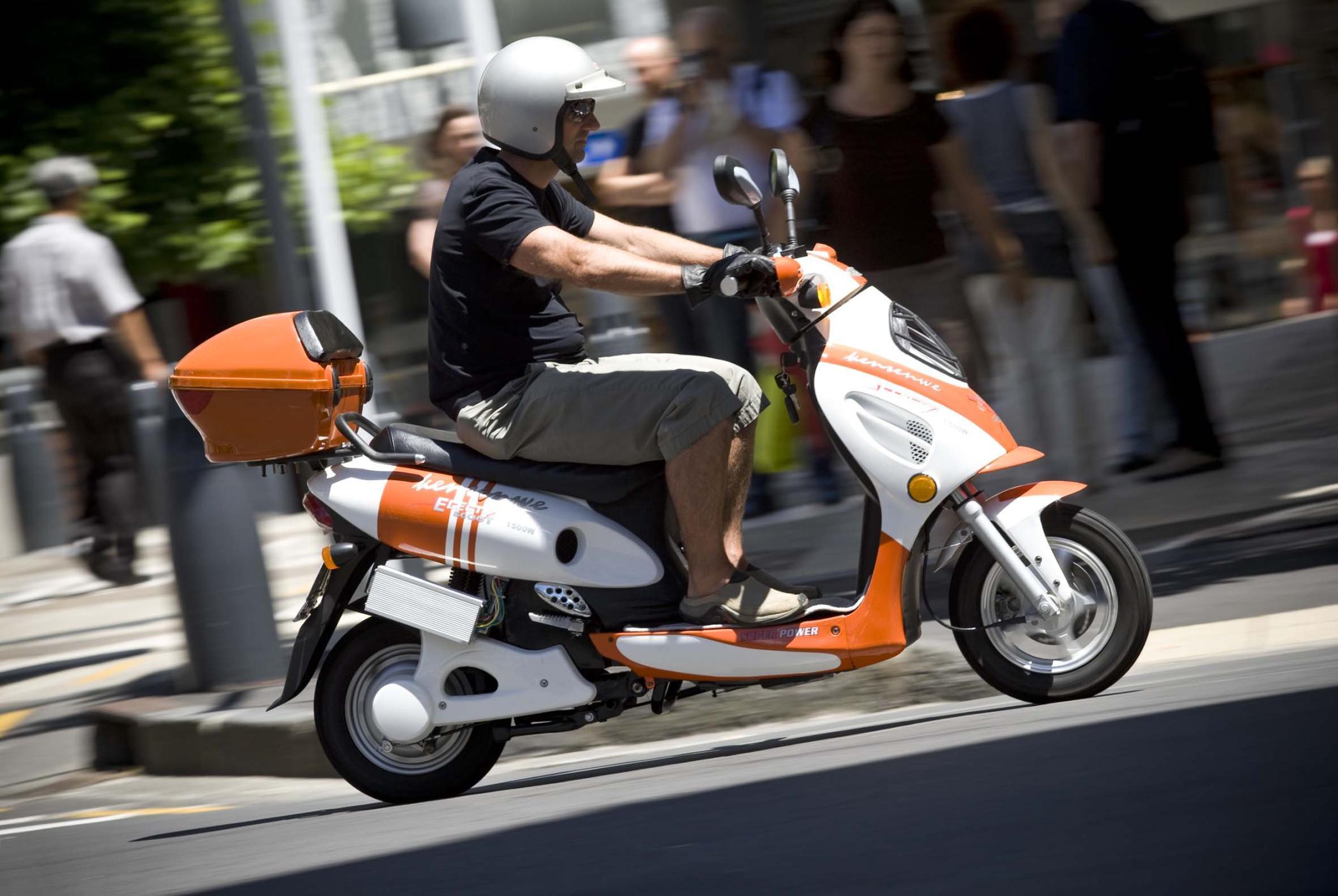 electric scooters arrive in nz scoop news. Black Bedroom Furniture Sets. Home Design Ideas