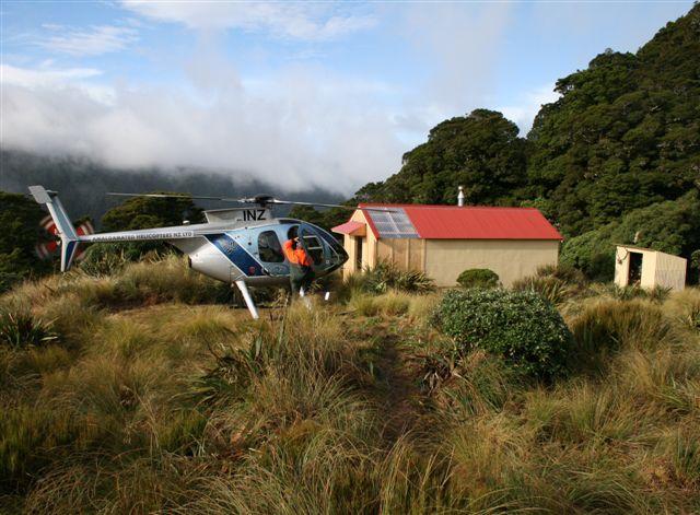 Volunteers refurbish Dorset Ridge Hut in Tararuas | Scoop News