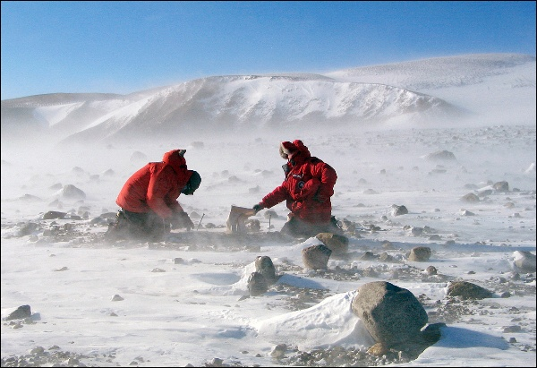 John Goodge and a colleague collecting specimens in the Transantarctic Mountains. Credit: John Goodge / University of Minnesota-Duluth.