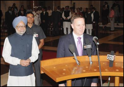 The Prime Minister of New Zealand, Mr. John Key interacting with the media, at the ceremonial reception, at Rashtrapati Bhawan, in New Delhi on June 28, 2011. The Prime Minister of India, Dr. Manmohan Singh is also seen. Photo credit:  PIB & Bharat-Darshan, Hindi magazine from New Zealand