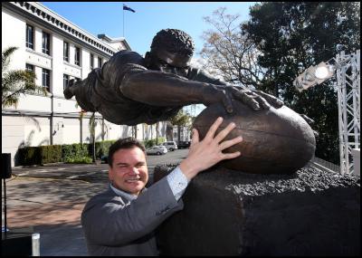 Auckland artist Natalie Stamilla's bronze sculpture of Michael Jones unveiling, Rugby World Cup, Eden Park - Michael Jones