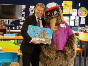 Education Minister Chris Hipkins introduces Kiki Kiwi & Friends: Litter Less to Plateau School, Upper Hutt.