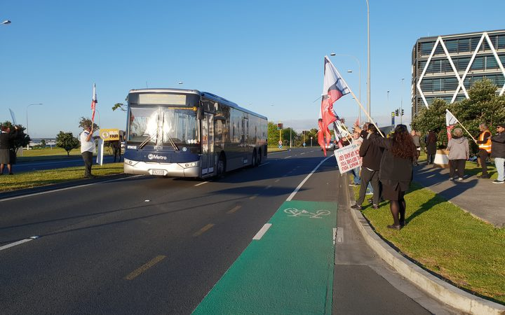 Bus drivers are on strike in Auckland. Photo: RNZ / Gill Bonnett