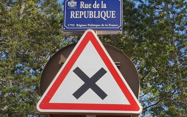 sign for Rue de la Republique, no entry