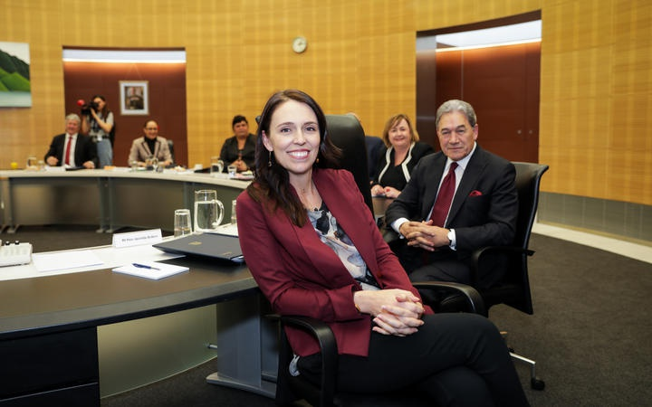 Jacinda Ardern and other cabinet memembers in the cabinet room