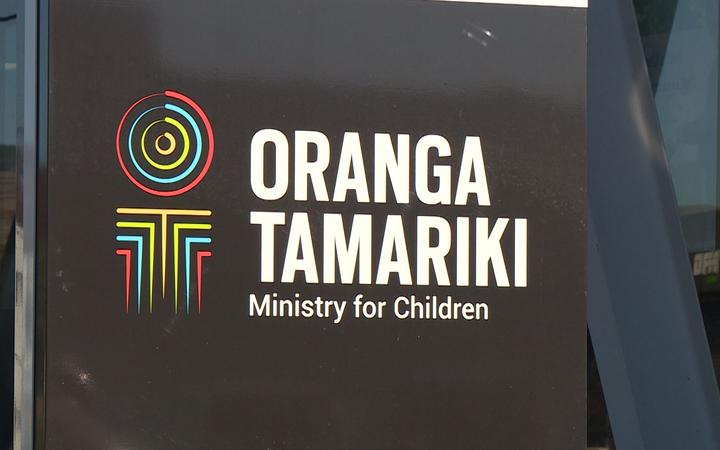a sign with the logo for orange tamariki / ministry for children