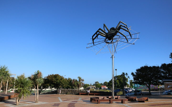 the spider statue in Avondale